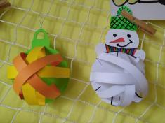 Vánoční ozdoby zpapírových proužků