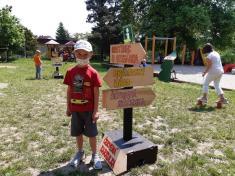 Šimon urozcestníku. Dřevěné cedule nám vyrobil pan Švarc. Děkujeme!
